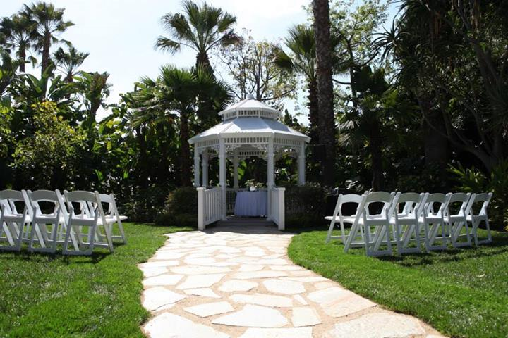 Adventure Lawn Gazebo, Disneyland Wedding