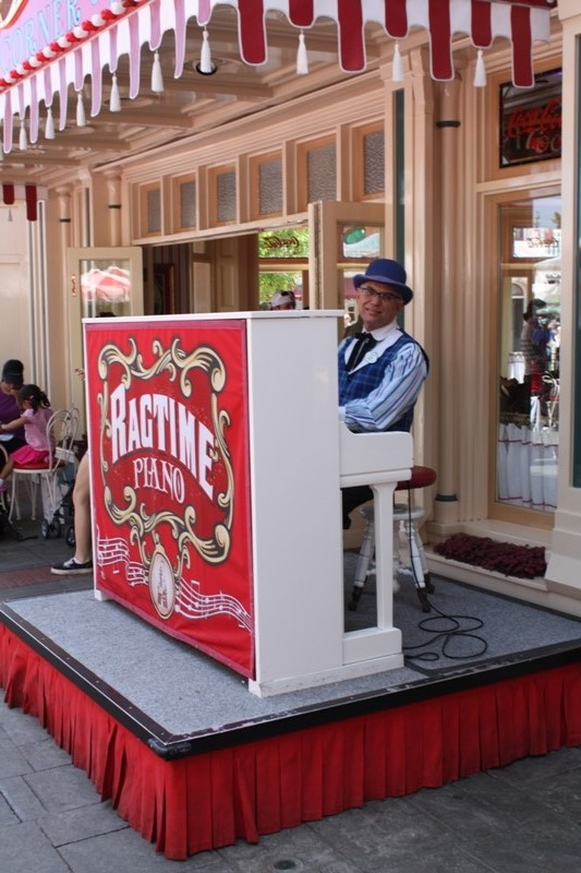 Disneyland Coke Corner // Budget Fairy Tale
